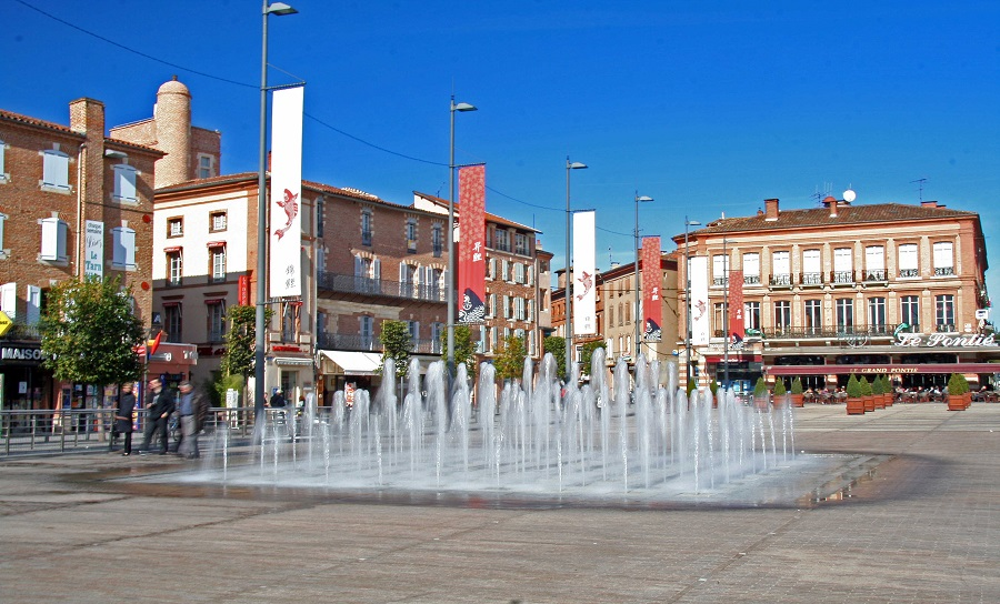 Albi :Fountains near the old town